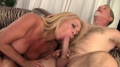 Bodacious mature lady has a thick pole making her pussy wet and happy